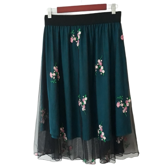 LuLaroe blue under black embroidered mesh skirt